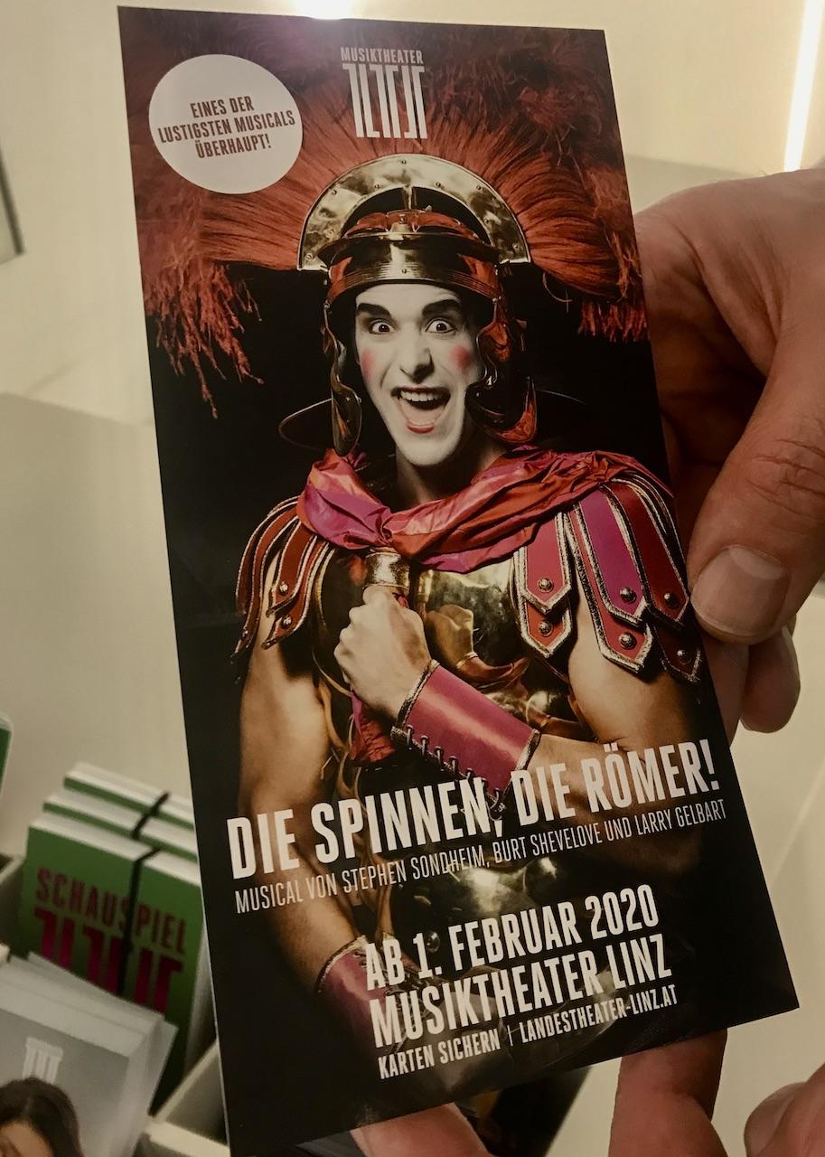 DIE SPINNEN, DIE RÖMER! Landestheater Linz - DerKultur.blog