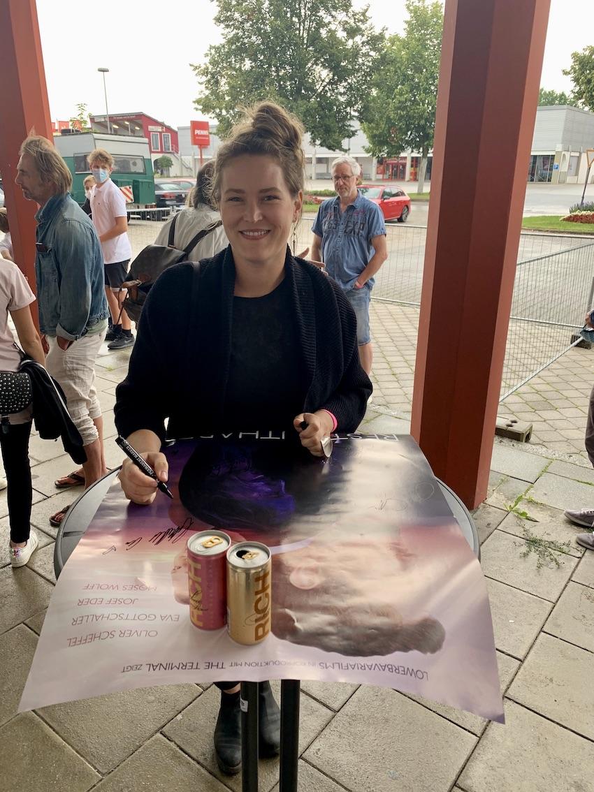 EVA GOTTSCHALLER als IRMI UNRECHT - DerKultur.blog
